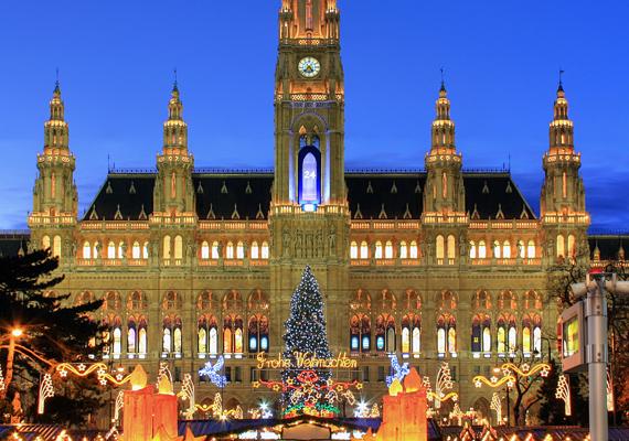 A magyarok körében is kedvelt úti cél a bécsi karácsonyi vásár, hiszen Ausztriában ez a legnagyobb a maga nemében. Itt aztán az összes szerettednek beszerezheted az ajándékot, hiszen a játékoktól a művészeti alkotásokig minden kapható.