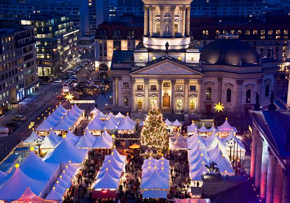 Németország fővárosában, Berlinben szintén nagy kultusza van a karácsonyi vásárnak. A családi szórakozást ígérő forgatagban természetesen megtalálhatóak a hagyományos portékákat árusító bódék, estéként pedig kulturális programokkal készülnek a szervezők.
