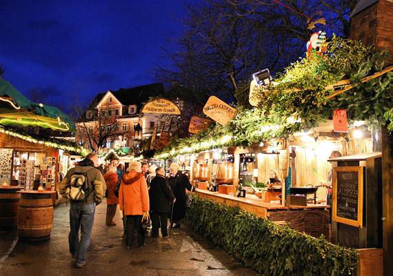 Ha nem csak az ajándékok beszerzése miatt utaznál, akkor a németországi Esslingen vására tökéletes választás, itt ugyanis a szokásos adventi standokon kívül különböző középkori programok is várnak.
