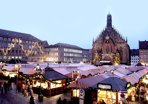 A nürnbergi Christkindlesmarkt megrendezése egészen a 17. századig nyúlik vissza, ez az egyik legrégebbi adventi vásár. Az óváros területén álló hangulatos bazár a felnőttek szórakoztatását igyekszik szolgálni, de közvetlenül mellette egy másik vásár is található, ami a gyerekeknek szól.