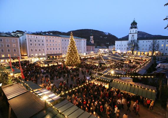 A Dóm téren rendezett Christkindlmarktot minden évben számos turista fedezi fel, ez az egyik legszebb vásár Ausztriában.