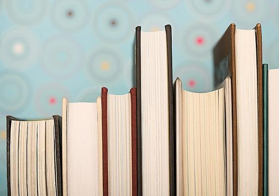 A könyv örök, a borítóba foglalt betűtengerrel nem lehet mellé fogni, nem véletlen, hogy a listán előkelő helyezést ért el.
