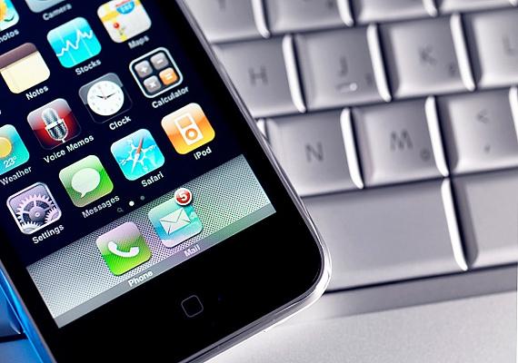 Habár mára már majdnem mindenki szert tett egy okostelefonra, várható, hogy idén is slágerajándék lesz, hiszen egy év alatt ezek a termékek is rengeteget fejlődtek.