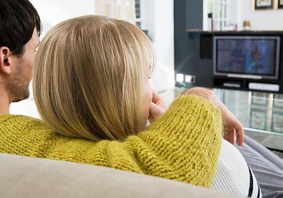 Az elektronikai tárgyak közül a legnépszerűbbek az ilyen-olyan televíziók, amik már nemcsak adást közvetítenek, de jóformán még a gyerekeket is nevelik.
