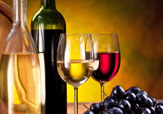 Nem illik alkoholt ajándékozni annak, aki nem iszik, vagy problémája van az itallal.