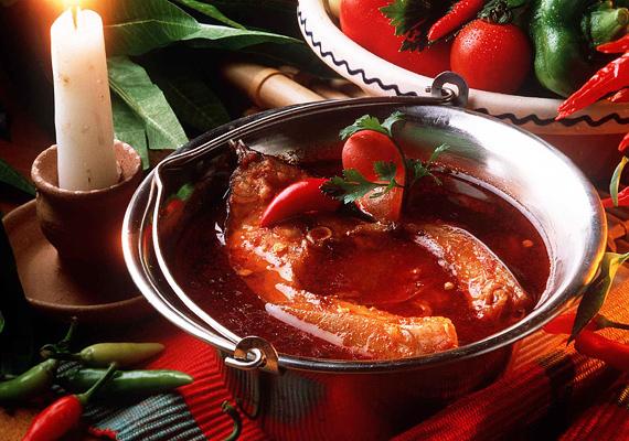 A levesek királya, azaz a halászlé nem hiányozhat az ünnepi menüből. Kattints ide a receptért! »
