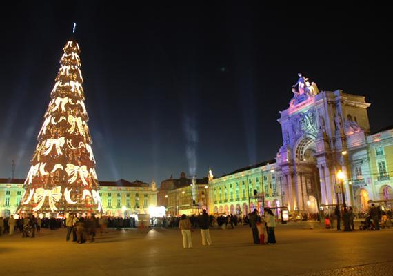 A Guiness-rekordok könyve szerint Lisszabonban található Európa legmagasabb karácsonyfája. A 76 méter magas építmény fenntartása 2 millió euróba kerül.