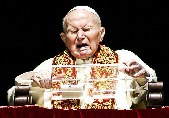 Idős korára a pápa egészsége megromlott. A környezetében sokszor felvetették, hogy le kellene mondania, de ő azt mondta, Istenre bízza, hogy meddig hagyja életben, és ő addig a hivatalában marad. Sokszor azonban olyan fájdalmai voltak, amit nem tudott titkolni a hívek elől: ezen a 2005-ben készült képen is éppen a Vatikánban mondott beszédet, mikor a fájdalomtól eltorzult az arca. A pápa Parkinson-kórban szenvedett.
