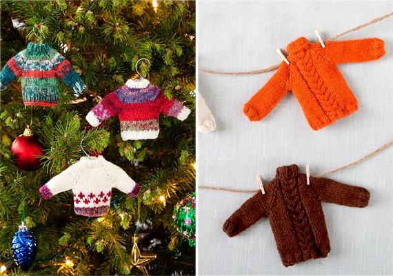 Aranyos, vidám és egyedi díszek a vékony, színes fonalból kötött minipulóverek. Ha karácsonyfadíszt készítesz, akkor szükséged lesz könnyen hajlítható drótra is a vállfához. Karácsonyi girlandként pedig spárgát vagy szintén maradék fonalat és virágboltban megvásárolható minicsipeszeket használj. A bal oldali képen látható pulcsikhoz az instrukciókat és a vállfa hajlításának menetét ide kattintva olvashatod, a girlandot nagyobb méretben itt nézheted meg, letölthető kötésmintákat pedig itt találsz.