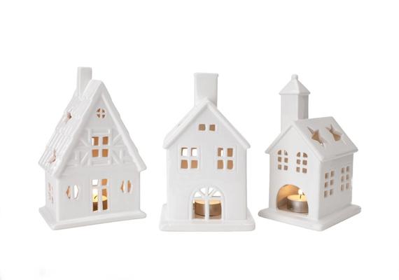 A Dolomios házikókat a JYSK áruházakban keresd. A bájos kerámia mécsestartók 2250 forintba kerülnek.
