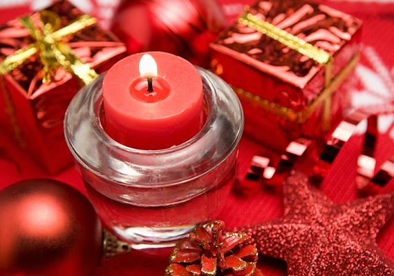 Egy egyszerű üveg mécsestartó is nagyszerű tud lenni, ha néhány igazán látványos színnel és dekorációval köríted.