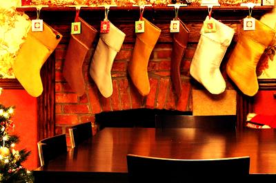 Fényes, selyemből készült zoknik - hagyománykedvelőknek.