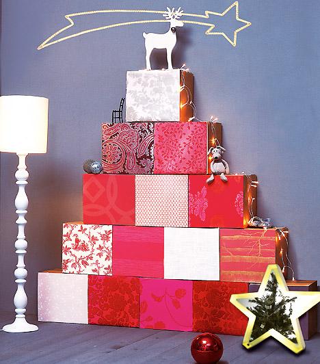 Építkezz dobozból  Ha van néhány felesleges dobozod, csodálatos dekorációt varázsolhatsz belőlük. Csomagold be őket színes papírokkal, építs belőlük fenyőfát, és máris hangulatossá válik a nappali.