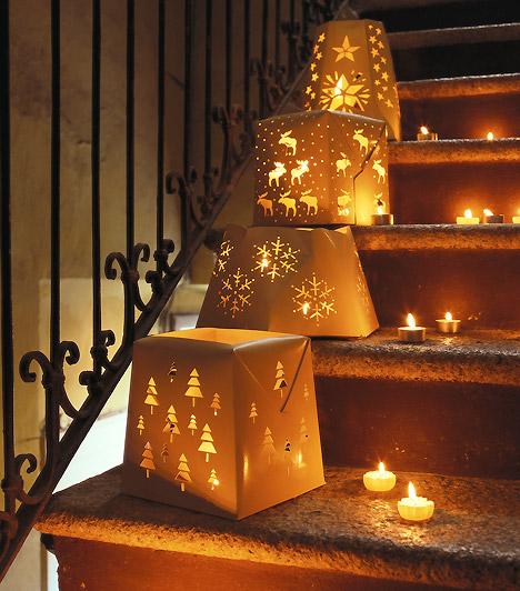 Világító lépcső  Tedd ünnepivé a lépcsőt is. Néhány karácsonyi dobozzal és mécsesekkel elképesztő hatást érhetsz el - és a villanyt sem kell felkapcsolnod a sötétben.