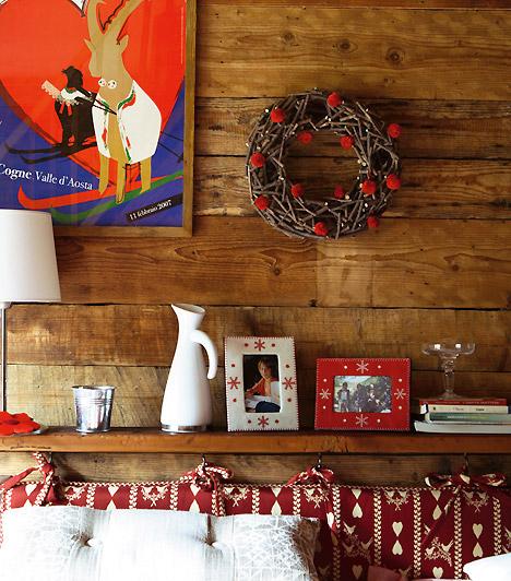 Rusztikus hangulatban  Ha a hagyományos díszítés híve vagy, de mégis szeretnél valami különlegeset nappalidba, könnyű dolgod van. Egy szép vesszőkoszorúval a falon, a polcodon néhány vidám képkerettel és télies tárggyal máris ünnepi hangulatot varázsolhatsz.
