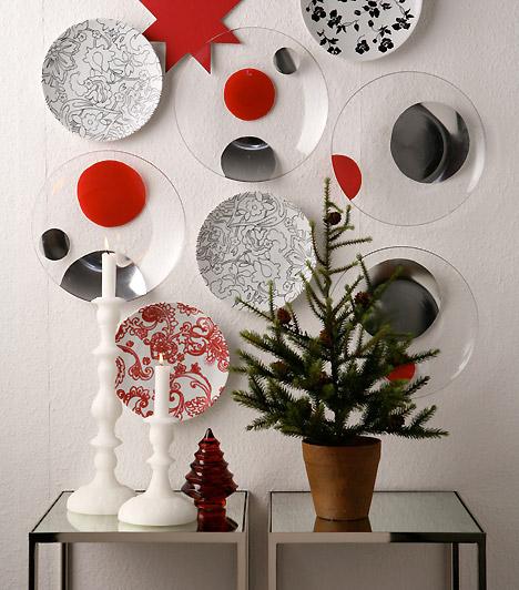 Karácsonyi csendélet  Egy üres falfelületet is hangulatossá tehetsz néhány színes tányérral. Ha az előtérbe teszel egy asztalt fenyőágakkal és gyertyákkal, akkor pedig egy igazi karácsonyi csendéletet kapsz.