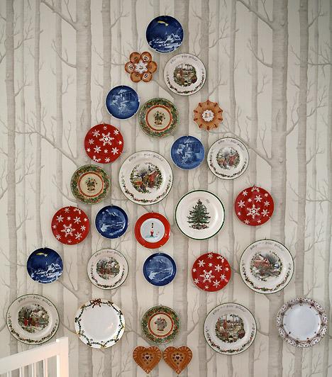 Tányérfa  Rendezd a tányérokat a falon fenyőfa alakzatba, és máris kész a különleges karácsonyfa - az igazi mellett is elfér a nappaliban.