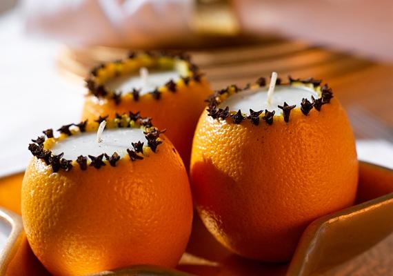 Vágd le egy narancs tetejét, két-három centiméter mélységben szedd ki a húsát, majd tegyél bele egy mécsest. Díszítsd körben szegfűszeggel, és már kész is az egyedi gyertya. Ha több időd van, magát a viszt is beleöntheted a héjba.