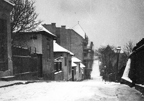 1913, Budapest, I. kerület, Naphegy utca - a Fém utca felől nézve.