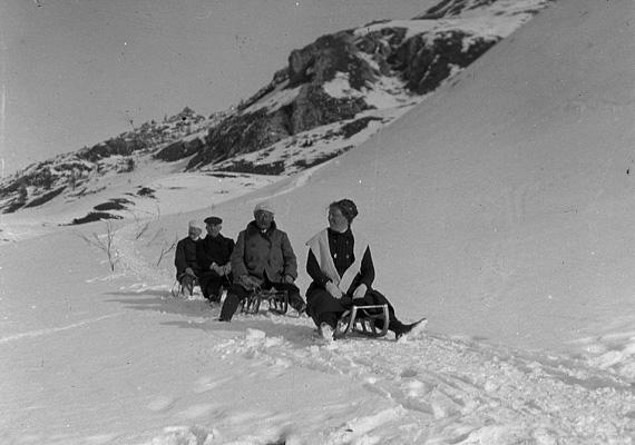 Telelők a St. Moritz-i szánkópályán.