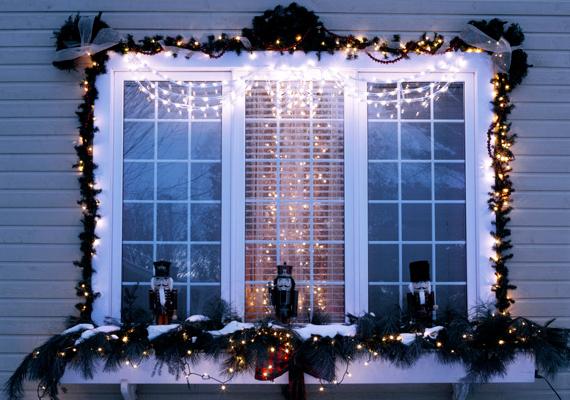 Nagyon szép a kivilágított ablakdísz, de rengeteg áramot igényel, ami feleslegesen megdobhatja az energiafogyasztásodat.