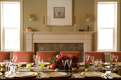 A tágas otthonok asztala