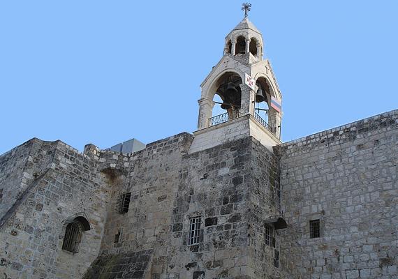 A Születés templomának megépítését Szent Ilona szorgalmazta, állítólag ő volt az, aki megtalálta a keresztet, amire Jézust kifeszítették.