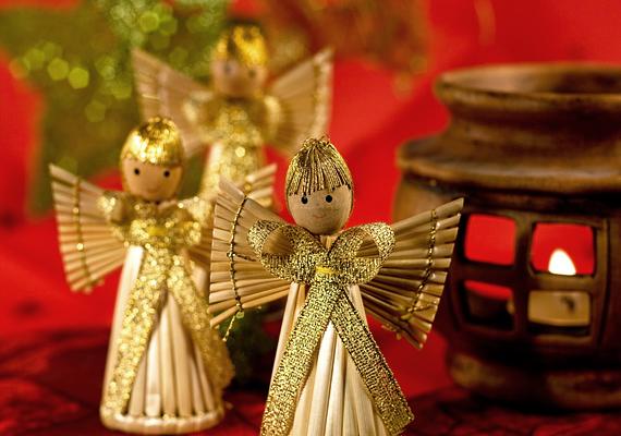 A szalmafigurák a gyerekkori emlékeket idézik fel - ha nemcsak angyali segítségre, de nosztalgiára is vágysz, a karácsonyi vásárokban biztosan találsz jó pár darabot.