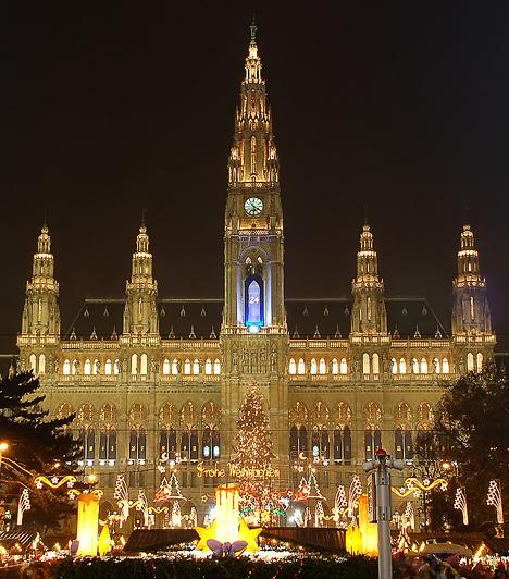 Bécs  Bécs híres karácsonyi vására milliókat vonz évről évre: idén több mint száz pavilonban kínálják szebbnél szebb portékáikat a kézműves és egyéb kereskedők a Városháza téren felállított 27 méteres karácsonyfa mellett.  Kapcsolódó cikk: Varázslatos karácsonyi úti célok »