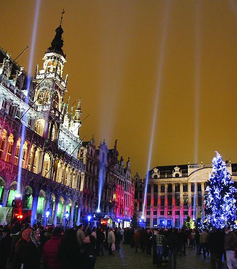 BrüsszelA belga főváros karácsonyi vására 2003-ban megkapta a legérdekesebb karácsonyi vásár címet. A Grande Palace és a St. Catherine tér mellett található hatalmas ünnepi piac évről évre látogatók tízezreit vonzza több száz árusával.