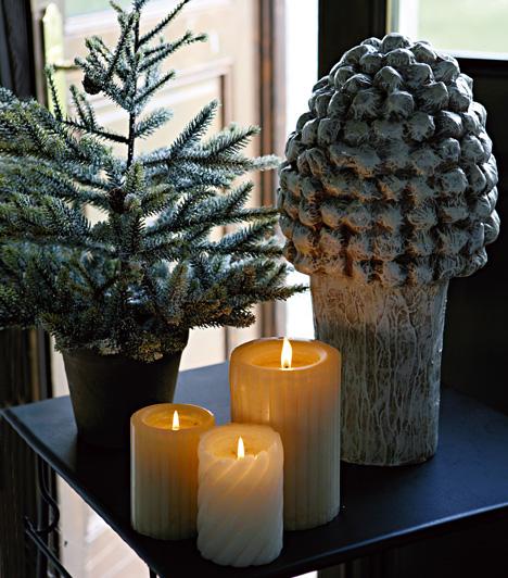 Vásárolj cserepes fenyőfát, tegyél mellé egy-két, de inkább több gyertyát, és máris kész a tökéletes karácsonyi sarkocska.Kapcsolódó cikk:3 különleges, illatos lakásdísz - Egyszerű, gyors, olcsó »