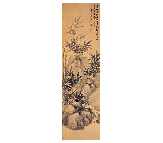 Dai Xi: Bambuszok és kövekA bambusz Kína egyik legfontosabb növénye, gyakorta Kína barátjának is nevezik. Belül üreges, üres, éppen ezért a tökéletes megnyugvás, a kiürített elme jelképének is tekintik. Lecsüngő levelei okán a szegénység, az alázat, hajlékonysága révén az állhatatosság, örökzöld volta miatt pedig az életkor és az aggastyán jelképe. Ebből a növényből készül a kínai ecset nyele is, ezért az írástudók mindig nagy tisztelettel viseltettek iránta.