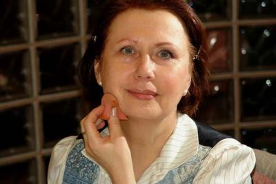 Mária sminkelés közben
