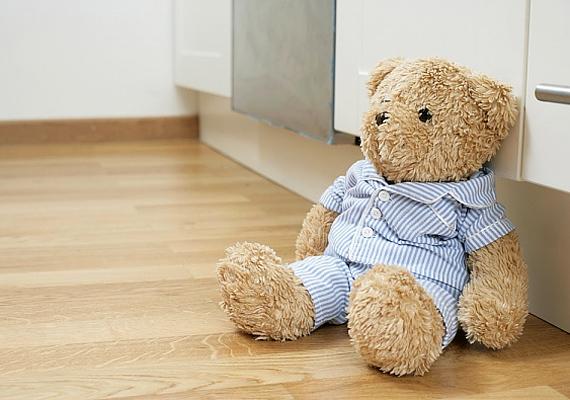 A hálószobában tárolt gyerekjátékok zsenge korodra emlékeztetnek, ezáltal megakadályozzák a szerelem és a szenvedély beteljesülését.