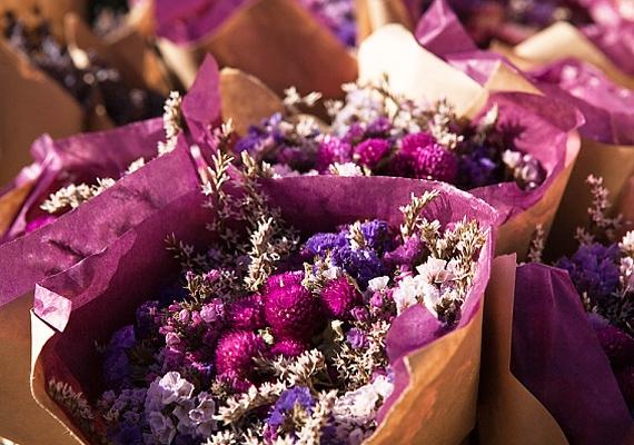 A száraz virág szép, de a feng shui nem tanácsolja a tartását, mert egy halott növény, ami negatívan befolyásolja az életkedvet, ezáltal pedig a kapcsolatokat is.