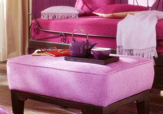 Nem árt vigyázni, hogy a színkombinációk ne keltsenek túl tömény benyomást, és megmaradjon a kifinomultság - ha a bútorok hasonló árnyalatúak, a fal semmiképp se legyen.