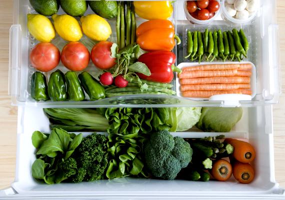 Ha a hűtőt szeretnéd szagtalanítani, ugyanakkor kitisztítani és fertőtleníteni, mosd át sós vízzel.
