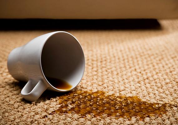 A sós víz a folttisztításban is segít: a megszáradt kávéfoltot áztasd langyos, sós vízbe, a friss kakaófoltot mosd át vele rögtön, a vérfoltot pedig hideg, sós vízzel veheted ki.