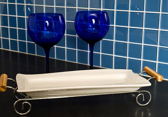 A szernek enyhe súroló hatása is van, és oldja a vízkövet, így a csempék tisztítására is alkalmas. Ehhez öt liter langyos vízben egy evőkanálnyit oldj fel.