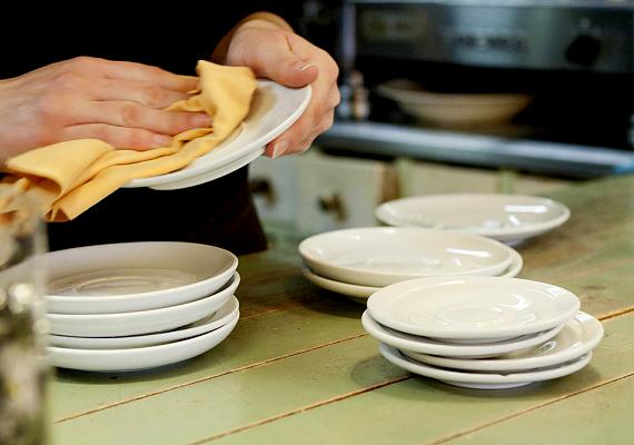 Mosogatáshoz is kiváló, a mosogatóvízhez adj belőle két teáskanálnyit, majd áztasd be az edényeket.