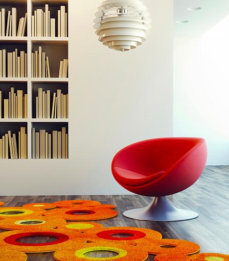 Pop art stílus  Bár egykor modern hatást keltett ez az irányzat, ma már a retró szerelmesei tartanak rá igényt. Ha mértékkel adagolod a stílusjegyeit, mozgalmas, színes, fiatalos légkört teremt a lakásban, ám a buborékminták, a színes dekorációk és poszterek, valamint a hetvenes éveket idéző, merev, műanyag bútorok halmozásával könnyen bazárivá teheted az összképet. A kényelmi szempontokat figyelembe véve, ez a stílus nem túl praktikus a lakás egész területén alkalmazva, kamaszok szobájába azonban át lehet emelni belőle egy-két jópofa ötletet.
