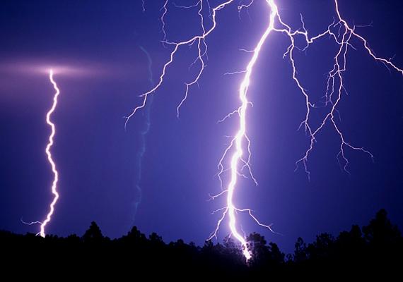 Családi házban, különösen, ha régi - persze mindez lakásban sem árt -, húzd ki villámlás esetén az elektromos berendezéseket.