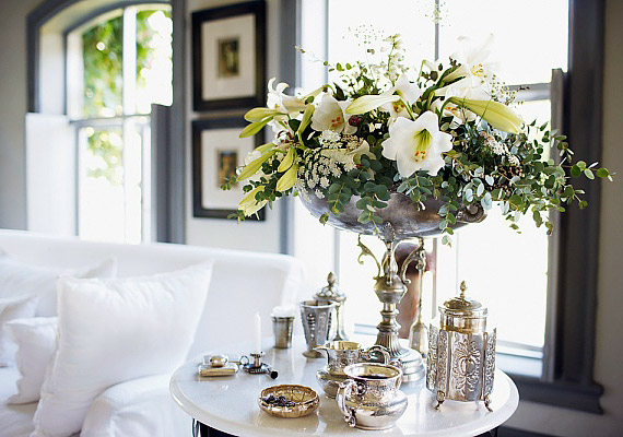 Az ezüst kiegészítők nemcsak a romantikát hozzák el a lakásba, de a pénzhozó fémenergiát is megerősítik.