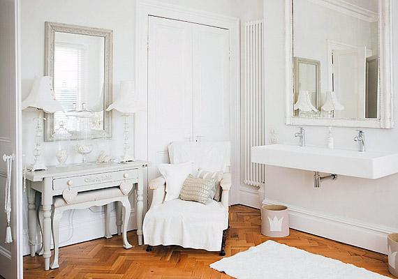 Az északkeleti részen használj minél több fehér színt, ez biztosítja az itt áramló fontos energiák megtisztulását.