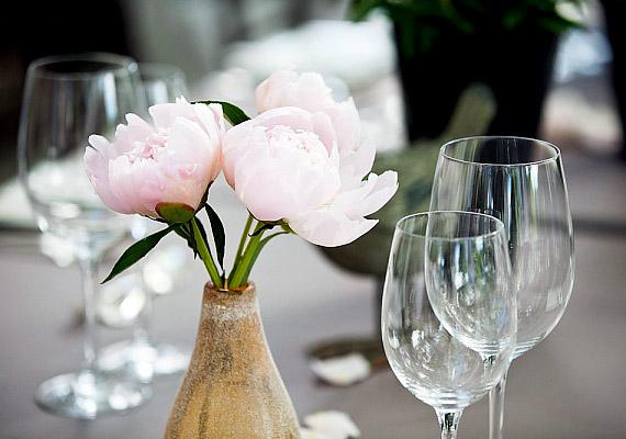 A lakás nyugati részében elhelyezett rózsaszín kiegészítők bevonzzák a szerelmet az életedbe.