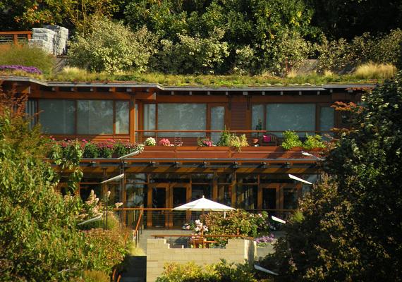 A Microsoft alapítója, Bill Gates tulajdona ez a Washinton-tó mellett álló, hatalmas ház.