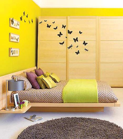 Faltetoválás  A falra ragasztható matricák nemcsak bohémek, de, ha átívelnek a téren, élettel töltik meg a szobát.