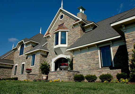 Ez a ház a marylandi Luther családé lett, akik lovasterápiával segítenek a rászorulókon.