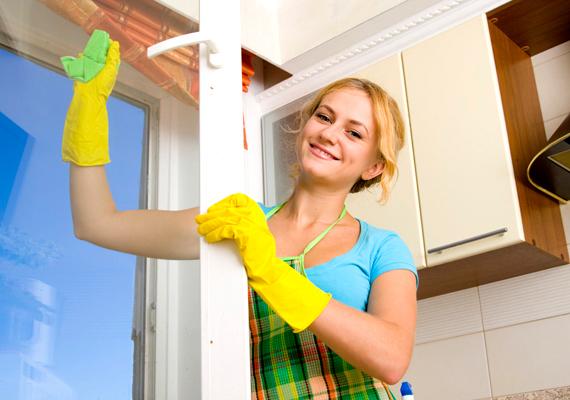 Az, hogy mikor tisztítasz ablakot, legalább olyan fontos lehet, mint az, hogy mivel - a tapasztalatok szerint a legjobb, ha száraz és kissé borult az idő, az erős napfényben ugyanis kevésbé lesz tökéletes a végeredmény, mivel túl gyorsan szárad az ablak.