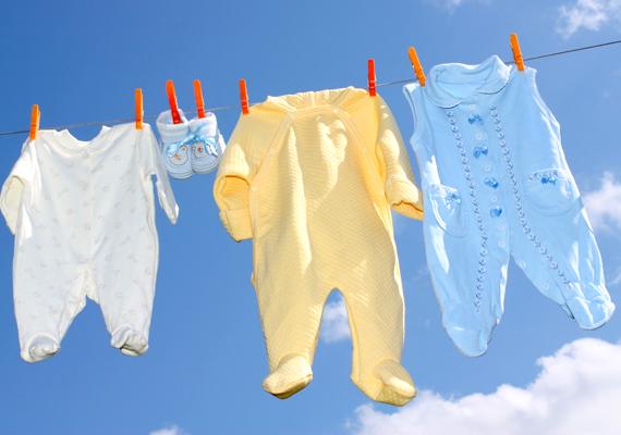 A babaruhákat mosd 60 fokon, de ha alaposan átvasalod őket, elegendő lehet a 40 fok is.